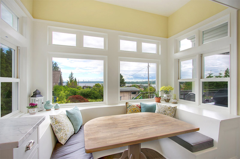 Kirkland Corner Breakfast Nook Area