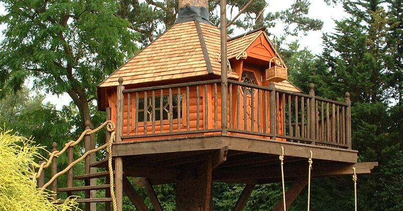 Stunning Kids Treehouses To Inspire & Amaze - Full Home Living on amazing flowers, crazy houses, amazing hotels, unusual houses, cool houses, tiny houses, strange houses, amazing treehouses of the world, amazing chairs, amazing pools, amazing trucks, amazing kitchens, prettiest houses, goat houses, amazing architecture, amazing bathrooms, fairy houses, awesome houses, amazing treehouse homes, amazing mansions,