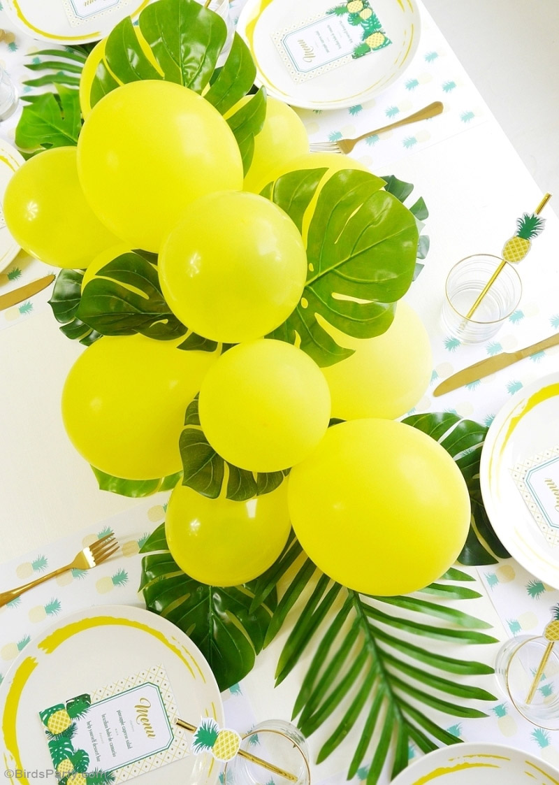 tropical pineapple balloon runner