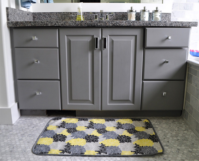 16 diy bath mats to restyle your bathroom full home living. Black Bedroom Furniture Sets. Home Design Ideas