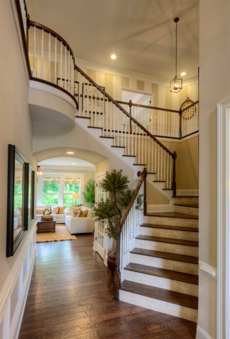Clean Atlanta staircase corner design