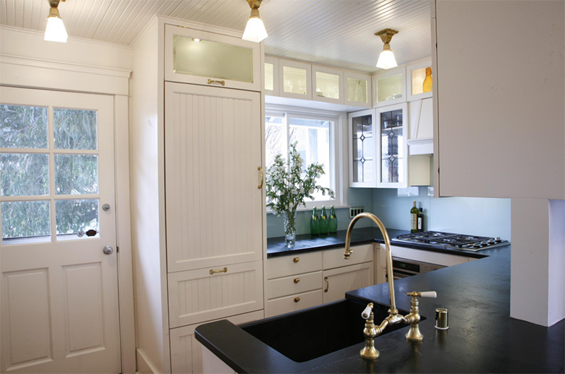 Venice Beach kitchen with dark sink