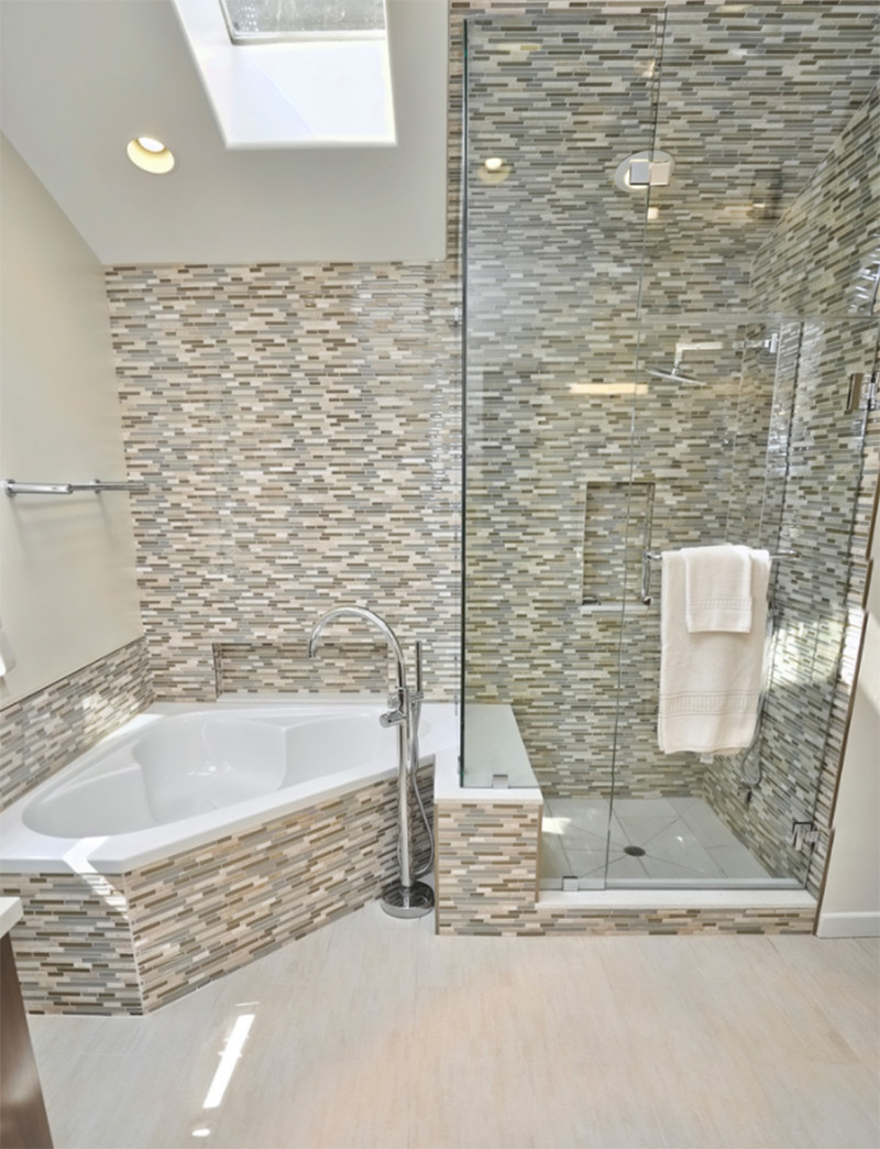 Strong master bathroom with corner tub