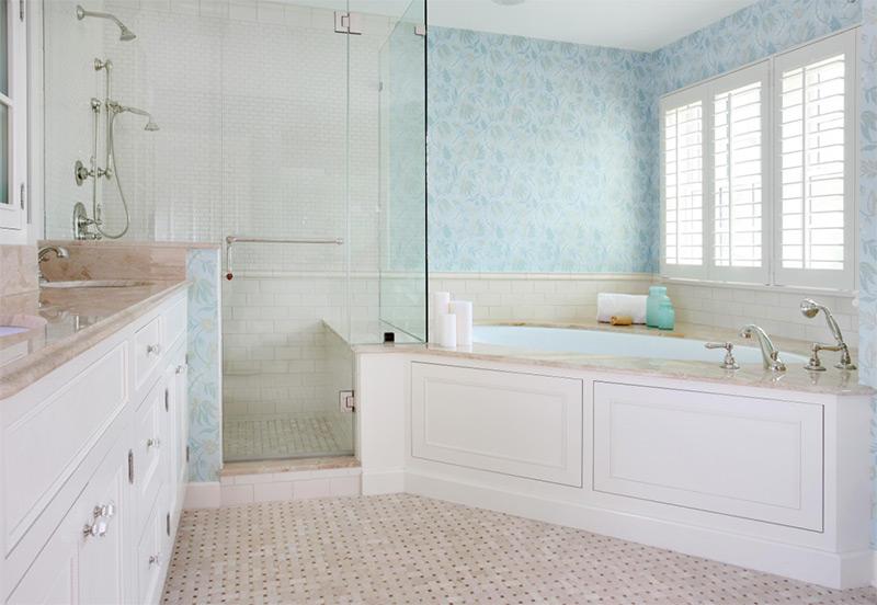 Majestic white bathroom corner tub