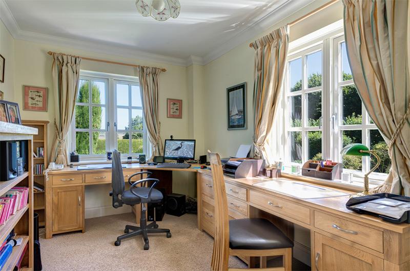 Corner desk office light wood style